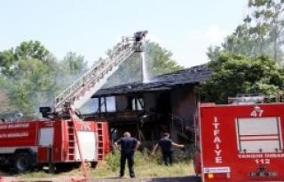 Düzce'de 2 Katlı Ev Yandı