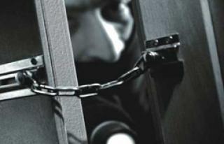 Arsız Hırsız, Polisin Tabancasını Çaldı