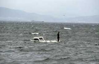 Teknesinin Başından Ayrılmadı