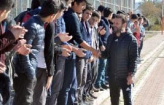 Medicana Sivasspor'a Öğrencilerden Tatlı
