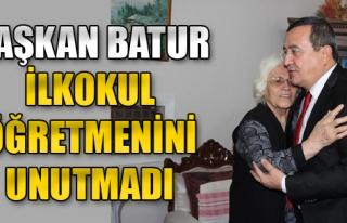 Başkan Batur, İlkokul Öğretmenini Unutmadı
