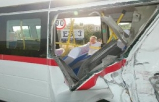 Edremit'te İki Minibüs Çarpıştı: 41 Yaralı