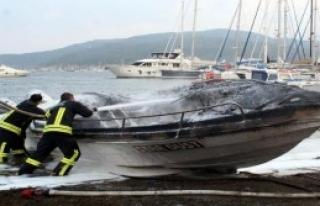 Elektrik Aksamındaki Arıza Tekneyi Yaktı