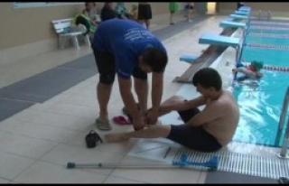 Havuzlarda Yüzme Terapisi Verilmeye Başlandı