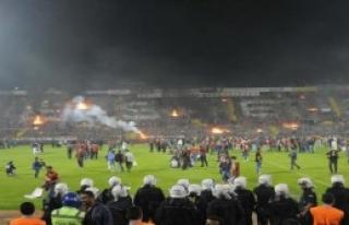 Eskişehir'de Taraftarlar Stadyumu Ateşe Verdi