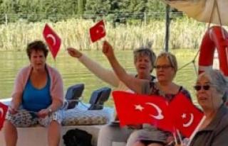 Alman Turistlerin Cumhuriyet Coşkusu