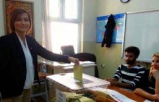 Senem Kılıç Oyunu Atatürk Lisesinde Kullandı