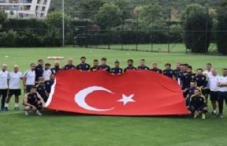 Şehitler İçin Türk Bayrağı Açtılar
