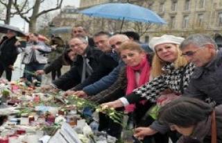 Paris'teki Saldırıda Hayatını Kaybedenler Anıldı