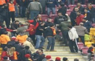 Galatasaray Tribünleri Karıştı