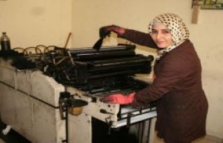 Gazeteyi Kadın Matbaacı Basıyor
