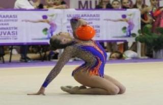 Gaziemir'de Cimnastik Şöleni