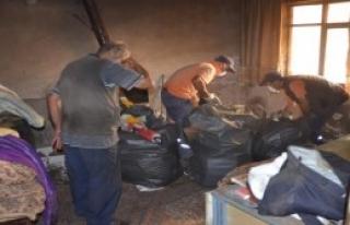 Gemlik'te Çöp Ev Temizlendi