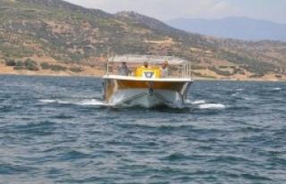 Gezi Teknesi Beydağ Barajı'na İndirildi