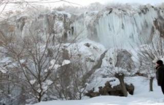 Girlevik Şelalesi Buz Dağına Dönüştü