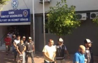 Göçmen Kaçakçılarına 10 Tutuklama