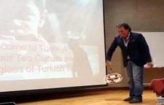 Güney Korelileri Büyüleyen Türk Çayı Sunumu