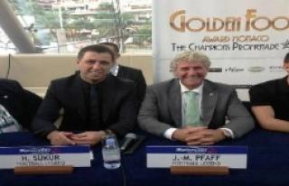 Hakan Şükür'e 'Golden Foot' Ödülü