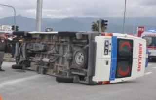Hasta Taşıyan Ambulans Otomobille Çarpıştı:...