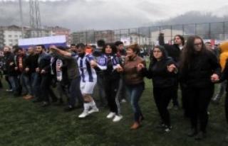 Hopa'da Amatör Maçı 10 Bin Kişi İzledi