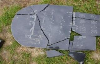 Müslüman Mezarlığını Tahrip Ettiler
