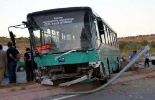 Kamyonet Otobüsle Çarpıştı: 7 Yaralı