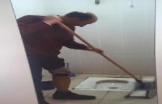 İşe Geç Giden Gaziye, Tuvalet Temizleme Cezası