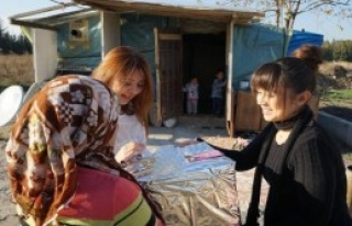 'İyilik Melekleri' Yardım Dağıtıyor