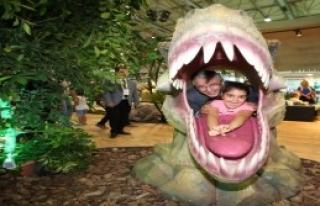 İzmir Fuarı'nı Dinozorlar Bastı