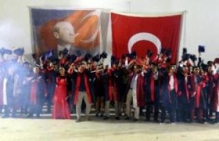 İzmir Marşı'yla Mezun Oldular