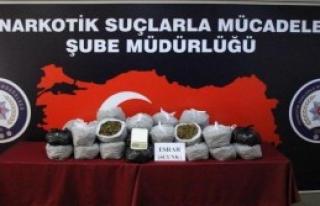 İzmir'de 33 Kilo Esrar Ele Geçirildi