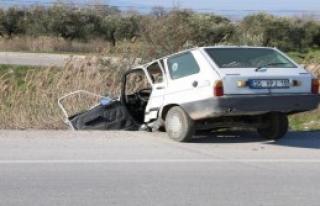 İzmir'de trafik kazası: 1 ölü, 2 yaralı
