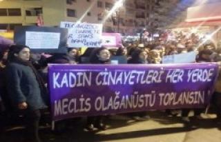 İzmir'de Kadınlar Özgecan İçin Yürüdü
