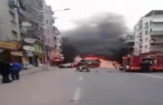 İzmir'de seyir halindeki otobüsün motor kısmı...