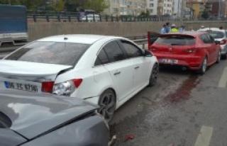 6 Araçlı Zincirleme Kaza: 1 Yaralı