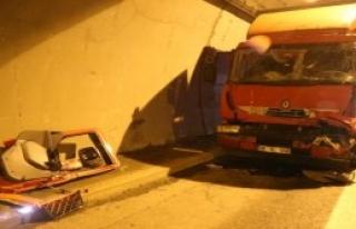 İzmit'te Tünelde TIR Kazası: 1 Yaralı