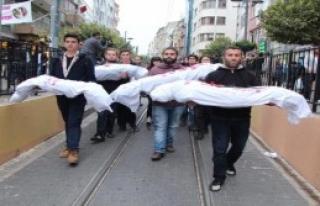 Kadıköy'de 'Kefenli' Protesto