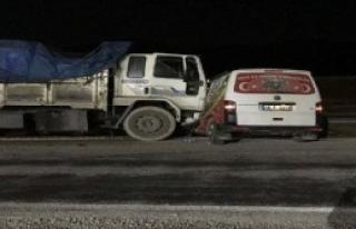 Kamyon, Minibüse Çarptı