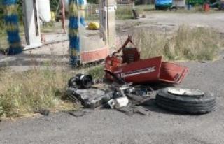 Kamyonun Çarptığı Traktör İkiye Ayrıldı