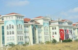 Kapatılan Cemaat Okuluna Atatürk ve Erdoğan Posteri...