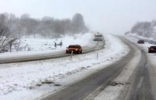 Kar, Zonguldak'ta Ulaşımı Aksattı