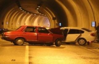 Karabük'te İki Otomobil Çarpıştı
