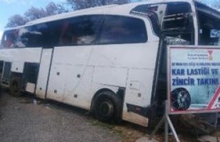 Liselileri taşıyan otobüs kaza yaptı: 20 yaralı
