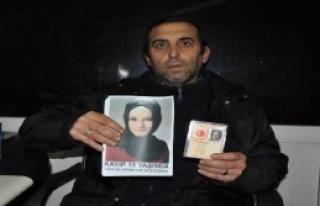 Kaybolan Üvey Kızını Böyle Arıyor
