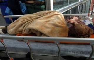 Ambulans Duvara Çarptı: 5  Yaralı