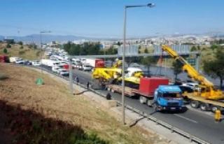 Kepçe Devrildi, Trafik Aksadı