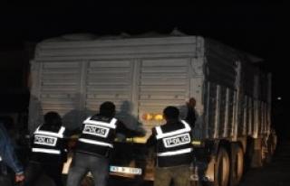 Kepek Çuvallarının Altında 156 Bin Paket Kaçak...