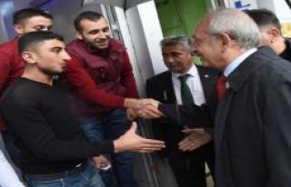 Kılıçdaroğlu,Yağmur Altında Çarşıyı Gezdi