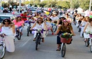Kırıkkale'de 'Süslü Kadınlar Bisiklet Turu'na...