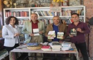 Kitap Okuyana Bedava Çay Kampanyasına Yazar İlgisi